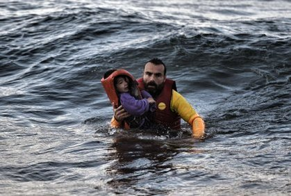 Greek islander rescues incoming refugee